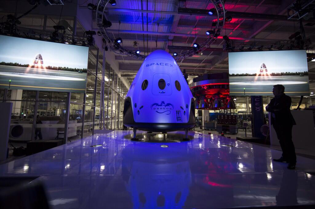 spacex-dragon-v2-manned-spacecraft-musk-2
