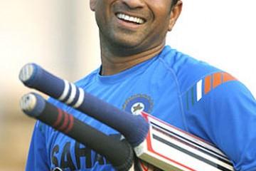 Sachin Tendulkar happy look front profile