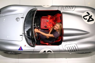 Tennis star Maria Sharapova drive sports car