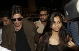 bollywood superstar Shah Rukh Khan walking in airport